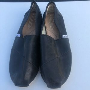 black toms excellent condition faux leather look